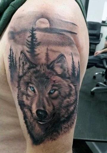 tatuajes de perros lobos en el brazo