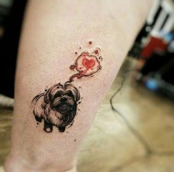 tatuajes de perros shitzu en la pierna