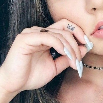 tatuajes en el dedo indice para mujeres