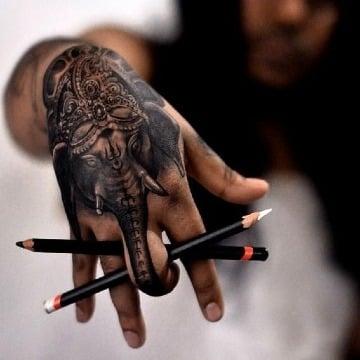 diseños de tatuajes de elefante en la mano