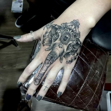 imagenes de tatuajes de elefantes en la mano