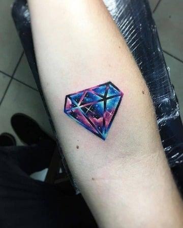 tatuajes de diamantes para hombres a color