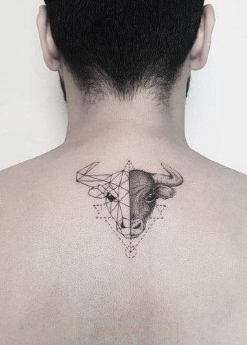 tatuajes de toros y caballos en la espalda