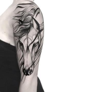 tatuajes de toros y caballos mujer