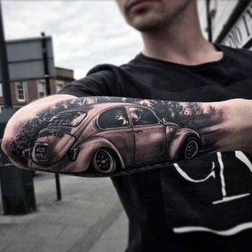 tatuajes de carros clasicos en el brazo
