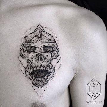 tatuajes de demonios y calaveras en el pecho