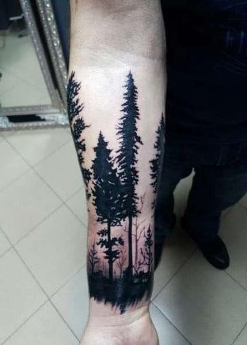 tatuajes de pinos en el antebrazo para hombres