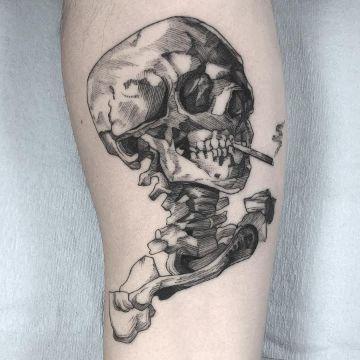 tatuajes de calaveras fumando en la pierna