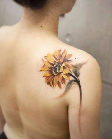 tatuajes de girasoles en el hombr