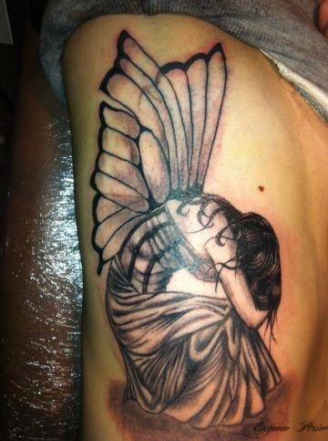 tatuajes de hadas a color en costillas