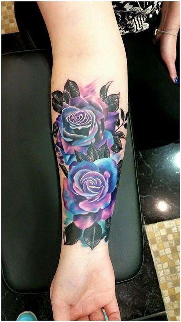 tatuajes de rosas azules en el brazo