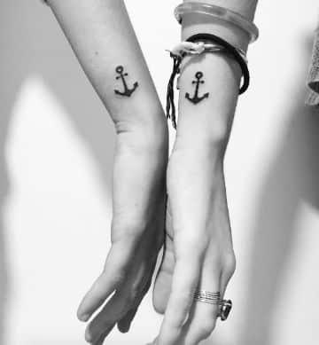 tatuajes de anclas para parejas pequeños