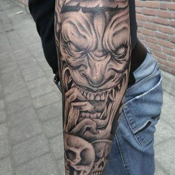 tatuajes de demonios en el brazo rostro