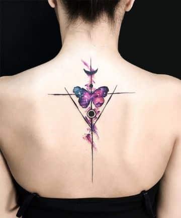 tatuajes de mariposas en la espalda para mujeres simetricos