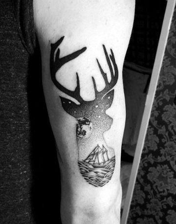 tatuajes de venados en el brazo surreal