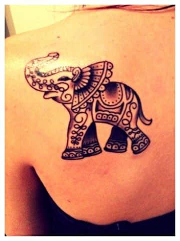 tatuajes de elefantes de la suerte lineas