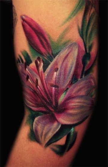 tatuajes de flor de lirio coloridos