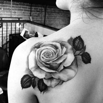 tatuajes de flores blanco y negro delineados