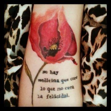 tatuajes de flores con frases a color