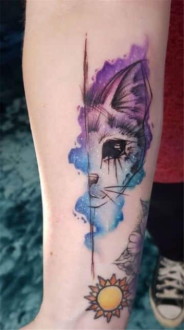 tatuajes de gatos con flores acuarela