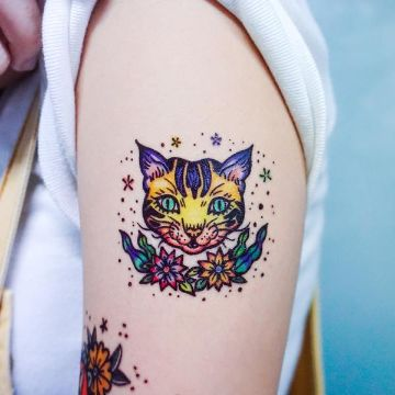 tatuajes de gatos con flores color