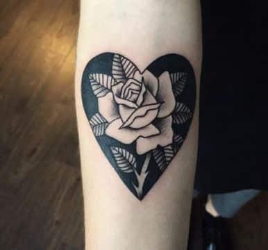 tatuajes de corazones con flores originales