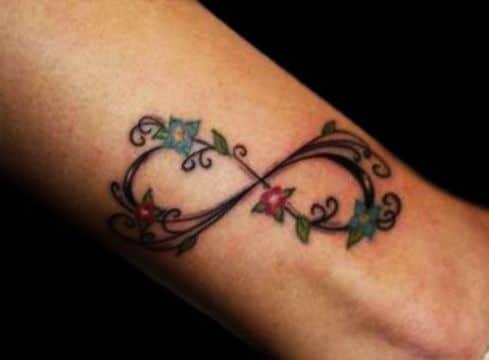 tatuajes de infinito con rosas tipo enredadera