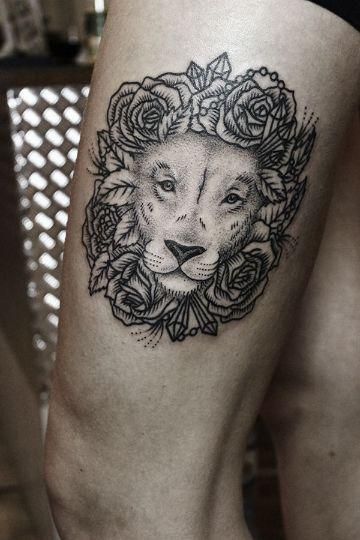 tatuajes de leon con flores ornamentales