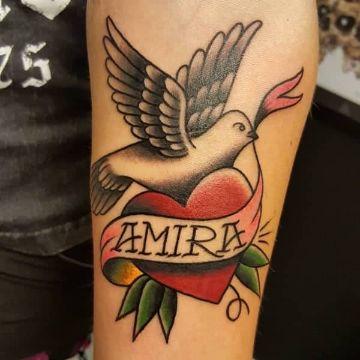 tatuajes de palomas con nombres tradicional americano
