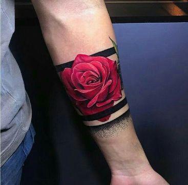 tatuajes de pulseras de flores con rosas