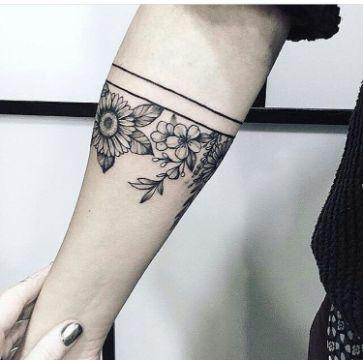 tatuajes de pulseras de flores y lineas