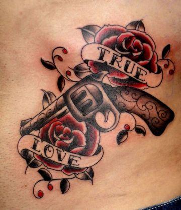 tatuajes de rosas con frases tradicional americano