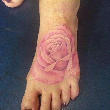 tatuajes de rosas en el pie sin delinear