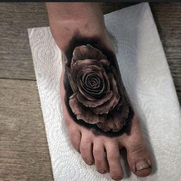 tatuajes de rosas en el pie solidos