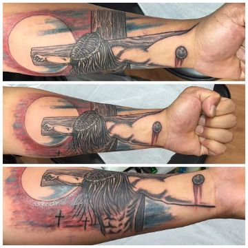 tatuajes de jesucristo en el brazo efecto visual