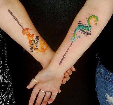 tatuajes de varitas de harry potter entre amigos