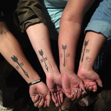 tatuajes de familia de 4 flechas