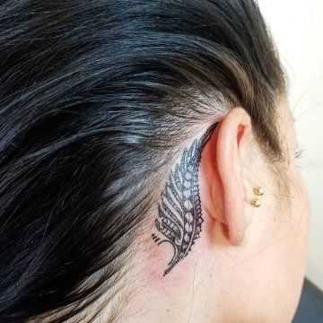 tatuajes detras de la oreja dotwork
