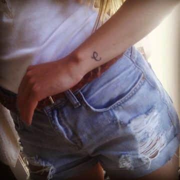 tatuajes con la letra c pequeña