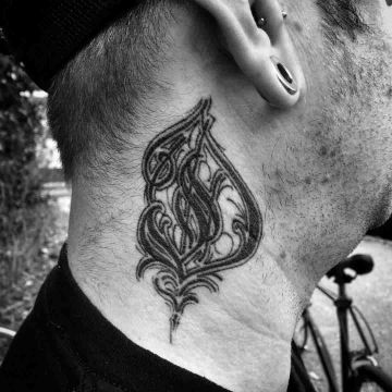 tatuajes con la letra d con ornamentos