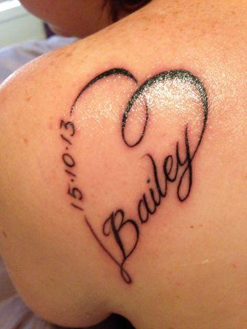 tatuajes de corazones con letras con nombres y fechas