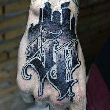 tatuajes de letras en la mano con imagenes