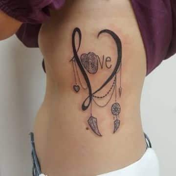 tatuajes de letras en las costillas originales