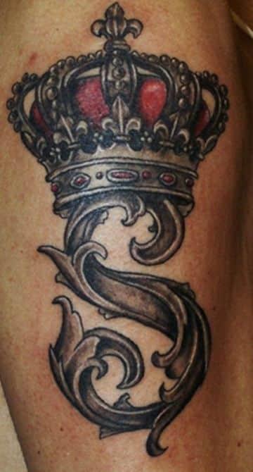 tatuajes con la letra s con una corona