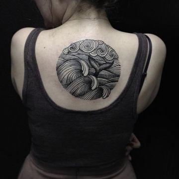 tatuajes de delfines en la espalda originales