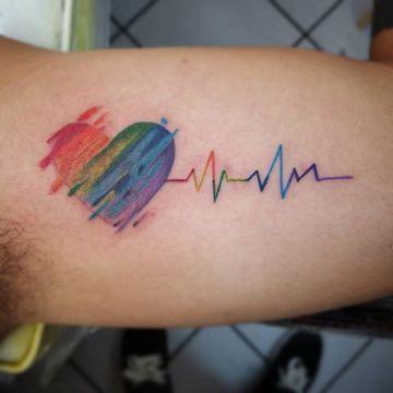 tatuajes de arcoiris en el brazo en otros diseños