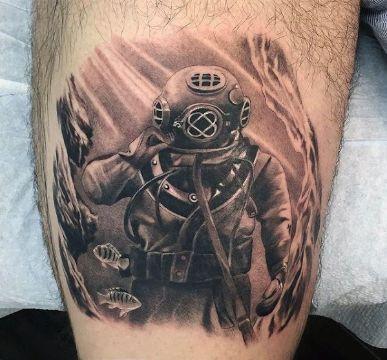 tatuajes de buzos tacticos casco antiguo