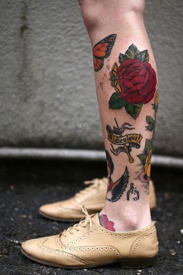 tatuajes de rosas hombres colorido en la pierna