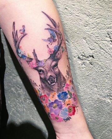 tatuajes de ciervos con flores dotwork con color
