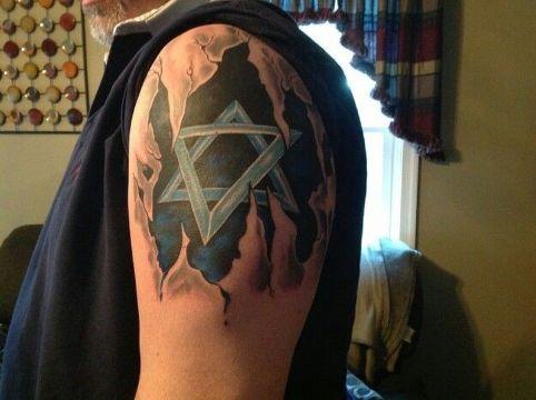 tatuajes de la estrella de david en piel rasgada